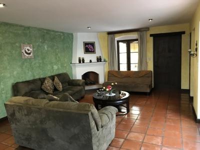 Vendo precioso Apartamento alquilado tipo loft, amueblado y equipado en Antigua Guatemala, para inversionista.