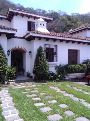 VENDO BELLEZA DE CASA EN ANTIGUA GUATEMALA, ALTA PLUSVALIA, EXCELENTE UBICACIÓN