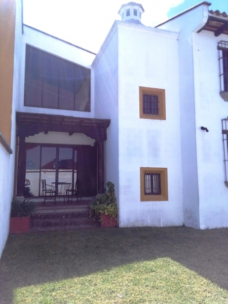 VENDO BELLEZA DE CASA (MODELO MASTER HOUSE), ARQUITECTURA ACOGEDORA DE ESTILO COLONIAL, FINOS ACABADOS, AMUEBLADA Y EQUIPADA
