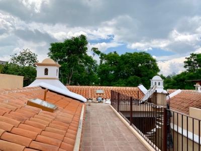 LINDA CASA A LA VENTA CVF213 EN RESINDENCIAL A 15 MIN DE LA ANTIGUA GUATEMALA US$225,000
