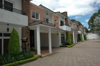 Lujosas Residencias, Arrendamiento, Jardines de Santiago, 1 KM de San Lucas.