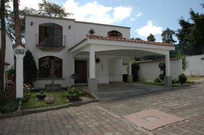 Casa Estilo Colonial en Venta en Condominio Bosques de Albornoz, a un kilómetro y medio del centro de San Lucas.