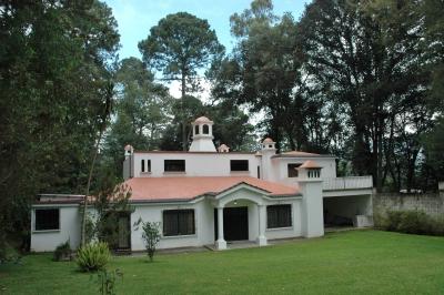 Hermosa Casa Estilo Español en Arrendamiento en Residenciales Jardines de Santiago