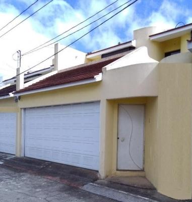VENDO HERMOSA CASA UBICADA EN SECTOR PREFERENCIAL DE ALTA PLUSVALÍA (EXCELENTE PRECIO)