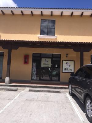 LOCAL EN RENTA EN C.C. LOS FAROLES KM. 32.3 USD $550 (INCLUYE MANTENIMIENTO E IMPUESTOS), AREA: 90