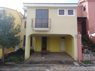 Vendo Casa en Residenciales Los Faroles Km 32 San Lucas Sacatepéquez
