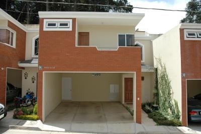 Casa Moderna en Venta en Residenciales Bosques Oberland a un kilómetro del centro de San Lucas y a 16 km de Antigua