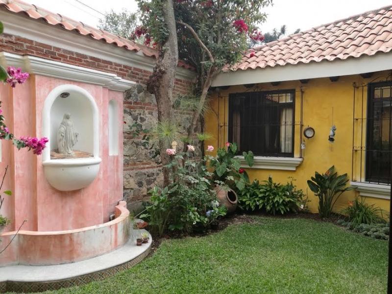 Acogedora casa en Santa Lucia Milpas Altas estilo Colonial