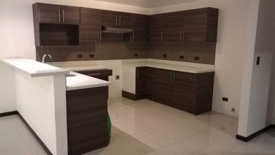 Apartamento en Alquiler en La Uruca, Barrio Cristales, REF. 3093