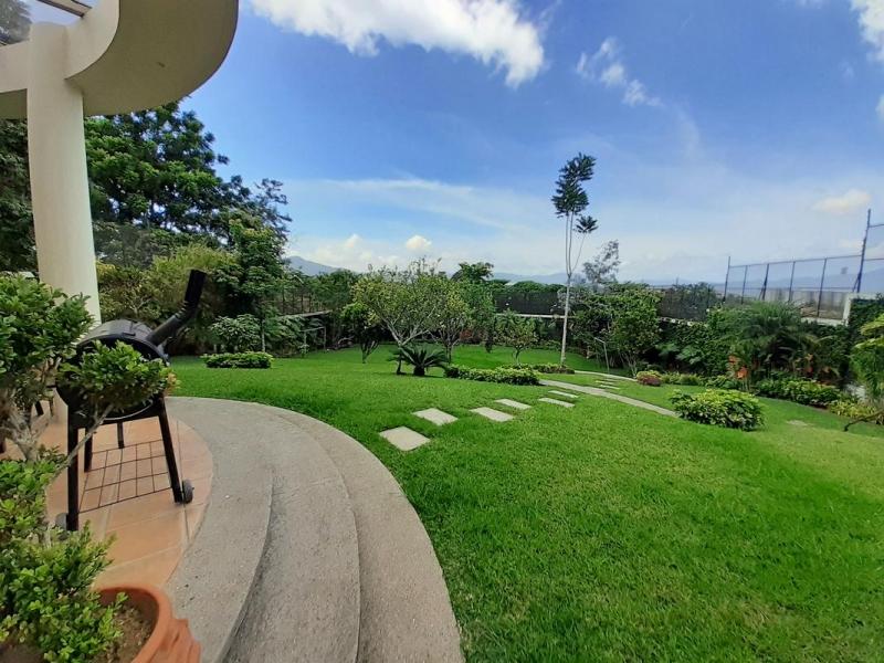 Casa de 586 m2, 2012 m2 Terreno, cerca de Parque del Este
