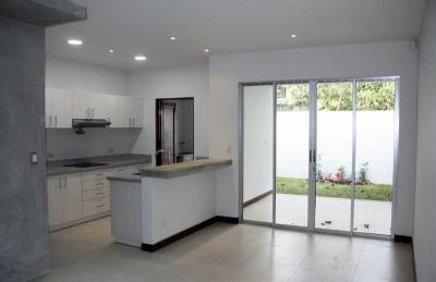 Casa en Venta, Tres Rios, Cartago, en residencial con seguridad.  REF 3059