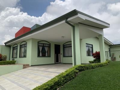 Casa en Cartago / 1 planta con jardín