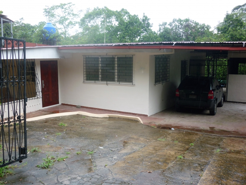 Casa en Venta en Panama, Pedregal, Villalobos con 440 Mts2 de Construccion y 1,381 Mts2 de lote