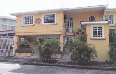 Casa en Avenida Santa Elena