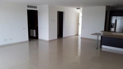 Apartamento en Alquiler de 4 Recamaras y 4 Baños Cerca de Alta Plaza