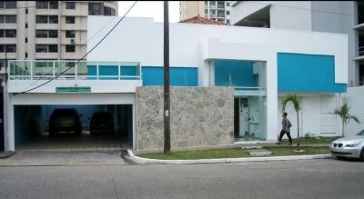 Casa de uso comercial en El Carmen