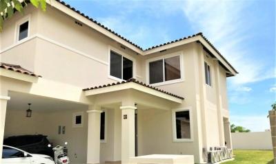 Vendo Casa Espaciosa en PH Bosques del Pacífico, Panamá Pacífico 18-7708**GG**