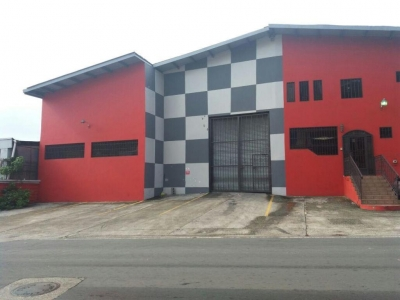 17-4582 AF Amplia galera se vende en Vía España