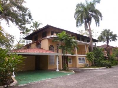 YG (18-557) Se alquila casa magnifica.