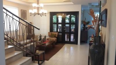 Casa en venta en Villa Valencia