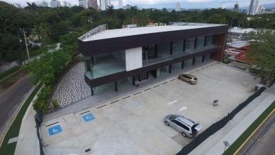 Amplio Local en Santa Elena Strip
