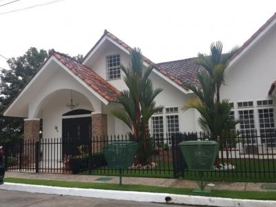 Venta de Casa en Rufina Alfaro 18-8165 (YG)