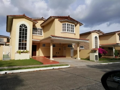 YG (19-928) Se alquila casa hermosa.