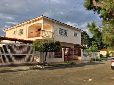 YG (19-891) En venta casa espectacular.