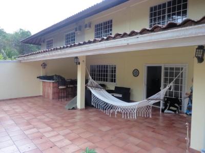 YG (16-4612) En venta casa encantadora.