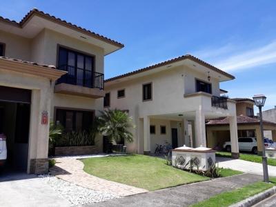 YG (19-10169) En venta casa fantastica.
