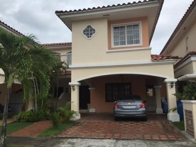 Vendo Casa Espectacular en Villa Valencia, Costa Sur 19-1512**GG**
