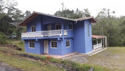 Se vende casa en Cerro Azul #18-3127 **HH**