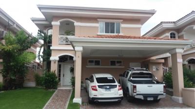 Vendo Casa Exclusiva en PH Altos del Country, Altos de Panamá 19-3058**GG**