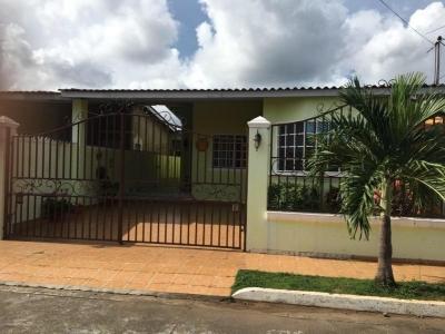 Vendo Casa Confortable en Altos Las Praderas, San Antonio 19-2436**GG**