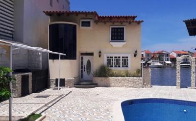 """Alquilo/Vendo Palafito Pequeño Casa Botes """"A"""" Puerto La Cruz con Muelle"""