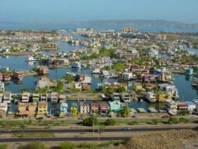Vendo Parcela en Canal. Casa Botes A. Puerto La Cruz. 213m2.