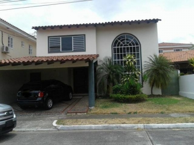 Alquilo casa 4 recamaras en Altos de Panamá #17-5186**GG**