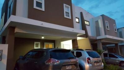 18-6311 AF Se vende acogedora casa en Brisas del Golf