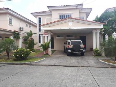 Vendo Casa Exclusiva en Royal Country, Altos de Panamá 18-2425**GG**