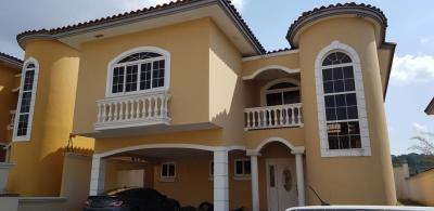 Vendo Casa Espectacular en Rainforest, Av. Centenario, Altos de Panamá 19-6122**GG**