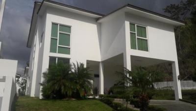 Vendo Casa Exclusiva en PH Horizontes, Altos de Panamá 19-7122**GG**