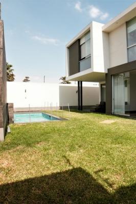 Venta casa Urb. Sol de La Molina Piscina y 4 dormitorios