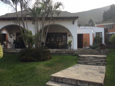 VENTA DE HERMOSA CASA CON DISEÑO RUSTICO