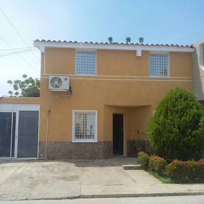 Inmobiliaria Inservipcon Vende Hermoso Townhouse en Villa Privada de Ciudad Ojeda