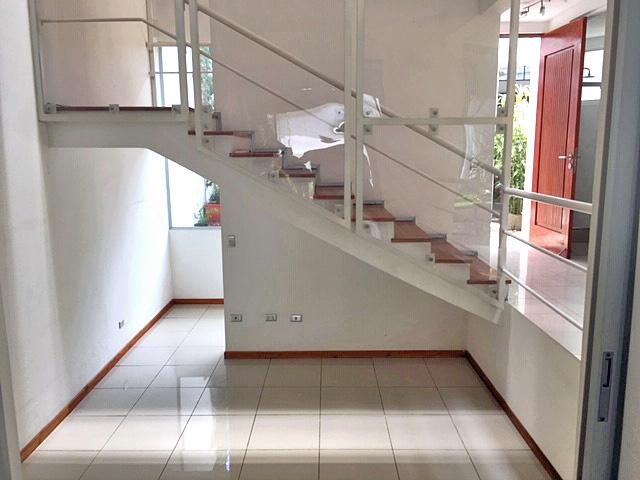 Venta o Alquiler de Casa de 325 m2 en Rohrmoser