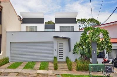 Casa de 350 m2 en Comunidad Cerrada Residencial Omega, Tres Ríos