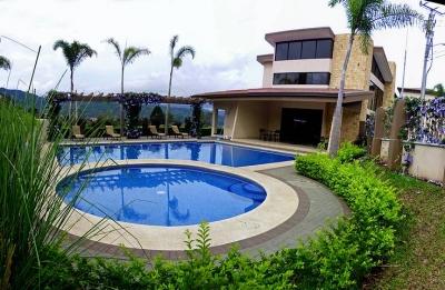 Apartamento con 3 Hab., Piscina, Tenis, Vista, Torres del Sol - US$900