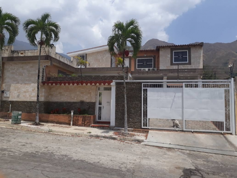 - Casas o TownHouses