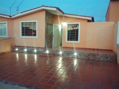 Bella casa en Urb. Yucatan Privada