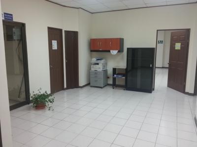 Oficinas espaciosas en la Sabana, Real City